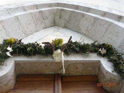 Schmuck zu Ehren des Heiligen Hubertus (© Foto: Rosemarie Spök)