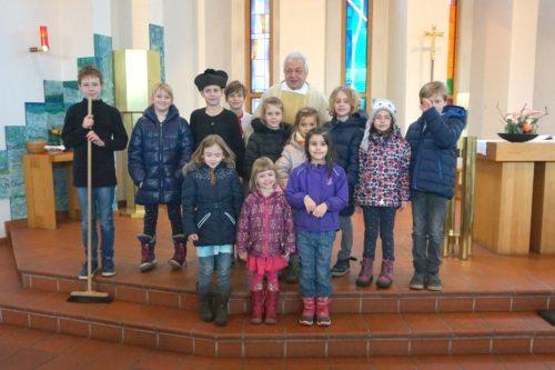 Theatergruppe nach einer szenischen Darstellung aus dem Leben Don Bosco. Foto: Georg Reichelt