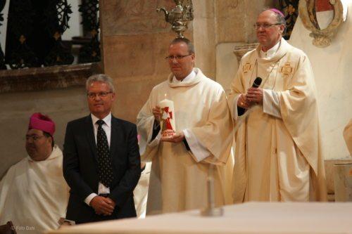 Martin mit Diözesanbischof Dr. Alois Schwarz (© Foto: Daniela Liebhart-Koch)