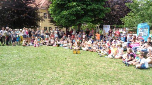 Rund 200 Jungscharkinder werden zum diesjährigen GLOBE-Fest erwartet (im Bild: GLOBE-Wallfahrt auf den Danielsberg, 2018) Foto: KJS