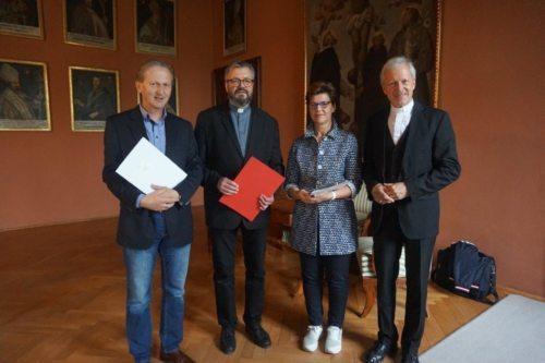 Die Fachinspektoren Thomas Unterguggenberger, P. Thomas Petutschnig und Helga Pfeifhofer mit DA Dr. Engelbert Guggenberger Foto: BSA