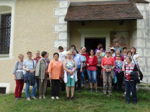 Die Teilnehmerinnen vor der Johannesbergkirche (© Foto: fotomw)