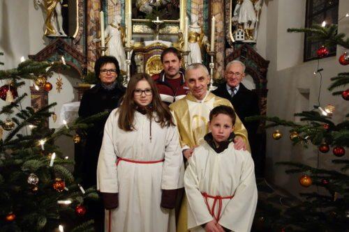 Gruppenfoto mit Pfarrer Kroczek und Mitarbeiter/innen der Pfarre Sternberg. (© Foto: Edith Strauss)