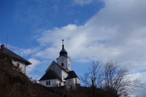 Die Pfarrkirche Sternberg, fotografiert am 6.1.2018, am Dreikönigstag. (© Foto: Edith Strauss)