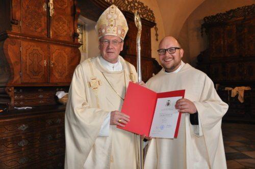 Bischof Schwarz mit Neupriester P. Marian Kollmann OSB (© Foto: RE Photo )