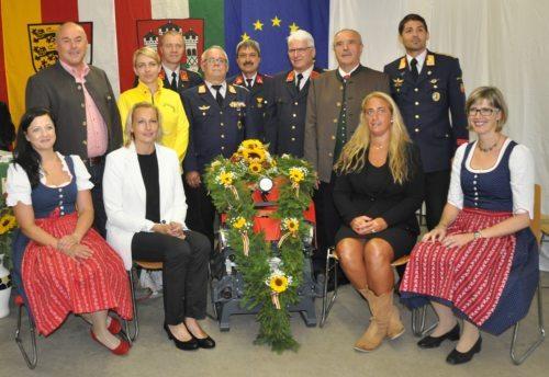 (Bild: Barbara Smerischnig) Patinnen, Feuerwehrkommandanten und politsche Vertreter