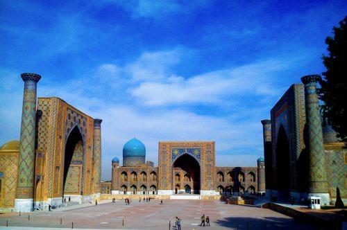 Der Regestan-Platz in Samarkand (Uzbekistan) mit gleich drei Koran-Schulen (Foto: fotomax)