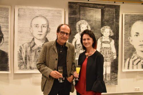Umetnik Manfred Bockelmann in ravnateljica Christine Meklin-Šumnik (Nedelja)