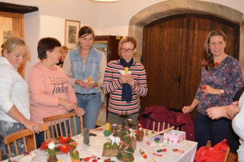 Teilnehmerinnen mit Workshopleiterin Karin Müllner; Foto:Sablatnig