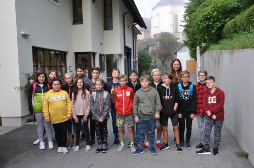 Die Klasse 2A mit Co-Klassenvorstand Viktoria MARCHL