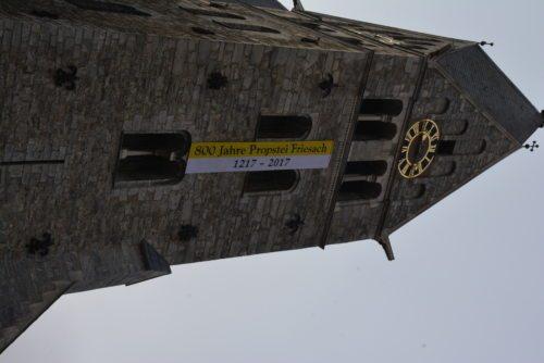 Kirchturm mit Fahne 800 Jahre Propstei Friesach (© Foto: Siegfried Freidl)