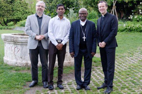 P. Spiritual Thomas Neulinger SJ, Gastseminarist Joseph Ajayan, Bischof Selvister Ponnumuthan, Regens Thorsten Schreiber (© Foto: Priesterseminar / Piotr Karaś)