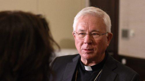 Der Salzburger Erzbischof Dr. Franz Lackner im Gespräch (Foto: KH Kronawetter / Internetredaktion)