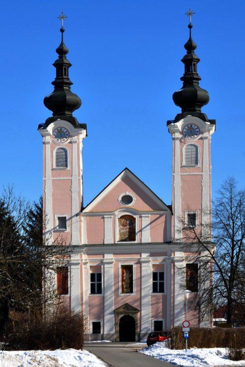 Die Pfarrkirche Maria Hilf und Peter und Paul in Ebenthal (© Foto: www.wikipedia.org/jaritz)