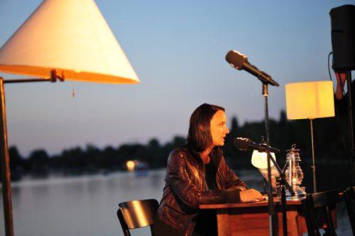Elena Messner 2018 pri branju na Dunaju »Literatur am Steg« (privat)