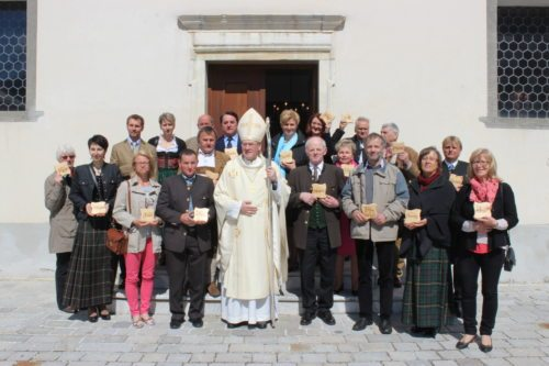 Bischof Schwarz mit den Delegierten aus den Pfarren des Dekanates Feldkirchen (© Foto: manfred schusser)