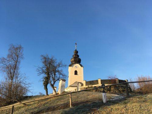 Die Pfarrkirche Pörtschach am Ulrichsberg (Foto: Nina Vasold / FB)