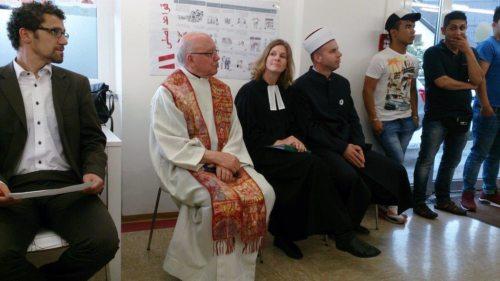 Die evangelische Pfarrerin DI Mag. Astrid Koerner, der katholische Pfarrer Mag. Helmut Gfrerer und Imam Mag. Hasudin Atanovic  (© Foto: Kontaktstelle für Weltreligionen)