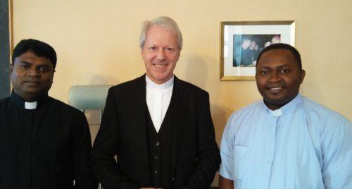 Die beiden neuen Priester mit Generalvikar Dr. Guggenberger (© Foto: Michael Kapeller)