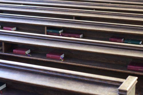 Aufgabe der Kirche ist es, bei den Menschen zu sein - wo immer die auch sind... (© Foto: fotomax)