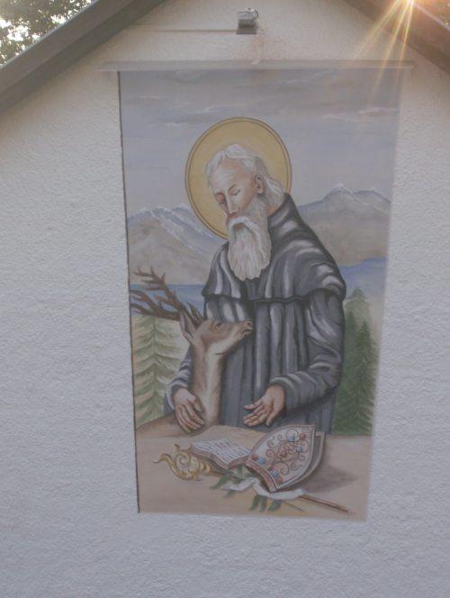 Das neue Bild des Hl. Ägidius am Pfarrsaal (© Foto: k.e.)