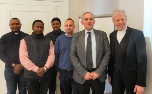 Priester des Ibb-Kurses mit Senior Guttner und Diözesanadministrator Guggenberger (Michael Kapeller)