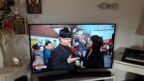 """ORF-Moderatorin mit der Ortsgeistlichen (© Foto: Fam. Kahle von der ORF- live Sendung """"Guten Morgen Österreich"""" von 15.03.18 )"""