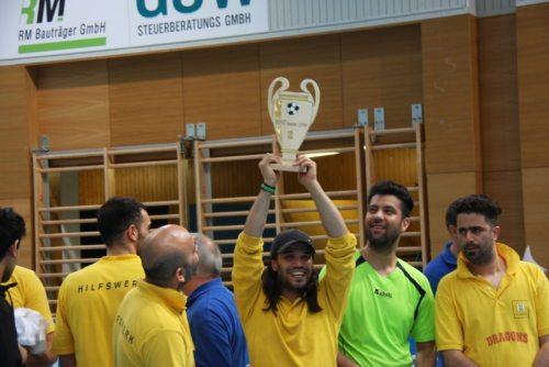 Bei der Siegerehrung durften die erfolgreichen Teams ihre Pokale entgegennehmen (© Kollienz/DSG Kärnten)