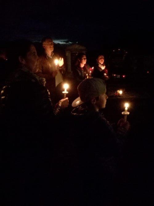 Kleine Lichter in der Osternacht (© Foto: Sabine Zehentner)