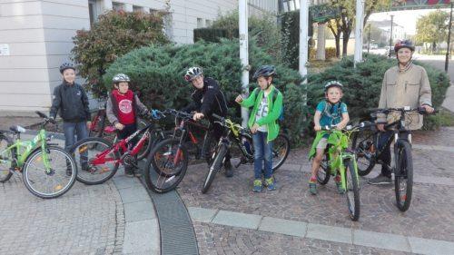 Los geht's mit den Fahrrädern (Foto: Martin Kropiunig)