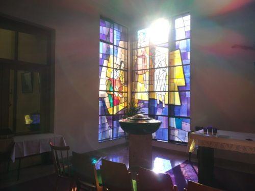 Glasfenster von K. Bauer, Foto von Richard Pirker