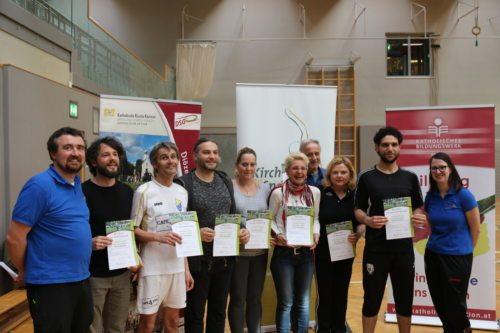 Die FortbildungsteilnehmerInnen mit Diözesanreferent Auer (l.) DSG Kärnten-Vize Ogris (r.) (© Kollienz/DSG Kärnten)
