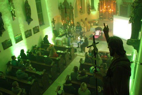 Gottesdienstfeier in stimmungsvoller Umgebung (© Foto: Peter Artl, Katholische Jugend Kärnten)