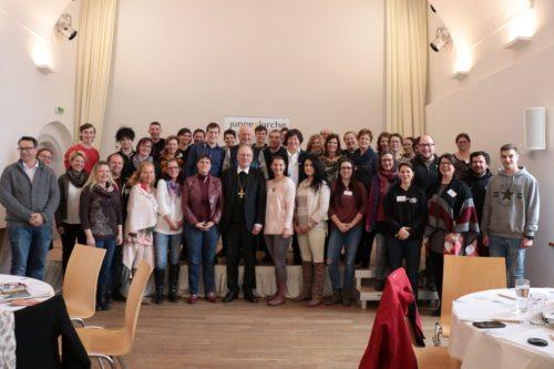 Gruppenfoto mit Bischof Dr. Alois Schwarz (© Foto: Peter Artl, Katholische Jugend Kärnten)