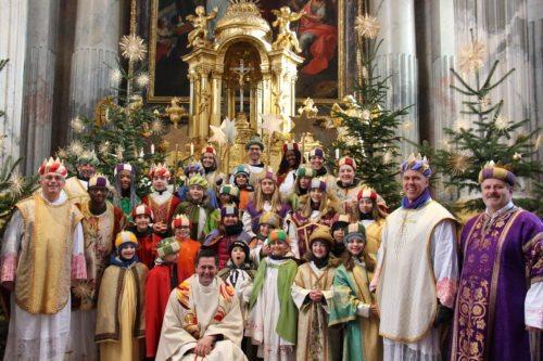 Ein Teil der Sternsinger war auch bei der Sonntagsmesse im Dom dabei (Dompfarre)