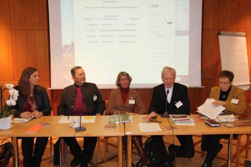 Neuer Vorstand (v.l.n.r.: Rosenzopf-Schurian,Urban-Keuschnig, Strasser, Generalvikar Guggenberger,Hennersperger; nicht am Bild: Bostjančič und Rosenzopf-Jank) (© Foto: scherübel)