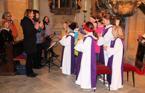 Die Jungschar St. Stefan hat bei der hl. Messe auf verschiedene Art mitgewirkt. (Foto: PSt.)