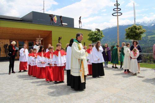 Begrüßung durch Pfarrer Josef Allmaier (C) Brigitte Weber