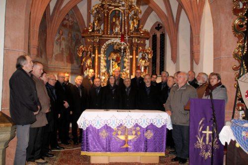 """Adventsingen - gemeinsames Abschlusslied: """"Werst mei Liacht ume sein"""". (Bild: PSt)."""