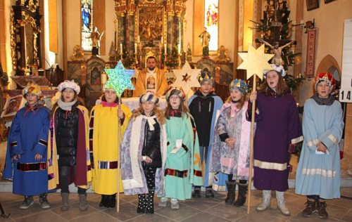 Sternsinger bei der hl. Messe in der Pfarrkirche St. Stefan. (Bild: PSt.)