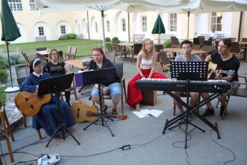 Musikcombo beim Jugendgottesdienst (Foto: © Peter Artl, KJ)