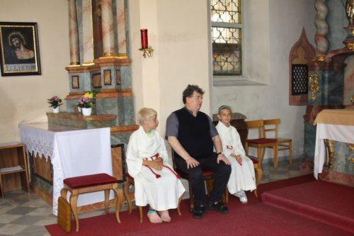 Christoph mit Leonie und P. Medryk (C) Brigitte Weber