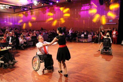 Die TänzerInnen des DSG Tanzhof Rollstuhltanzen begeisterten die BallbesucherInnen (©Auer/DSG-BSV Kärnten)