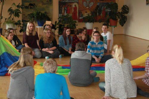 Firmlinge beim Workshop Gemeinschaft (© Foto: Katholische Jugend Kärnten)