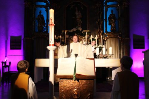 "Eucharistiefeier beim ""Oh my God"" Jugendgottesdienst (© Foto: Peter Artl, Katholische Jugend Kärnten)"