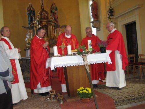 Diözesanbischof Dr. Alois Schwarz zelebriert mit Erzbischof Dr. Marjan Turnsek aus Maribor Eucharistie in Sveti Kriz (© Foto: fotomw)