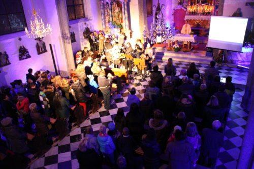 Jugendliche feiern Jugendgottesdienst (© Foto: Peter Artl, Katholische Jugend Kärnten)