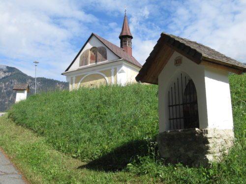 Kreuzwegstationen und Kalvarienbergkirche St. Stefan im Gailtal (Bild: Peter Sternig).