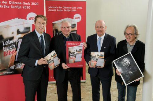 Apostolski administrator Freistetter (2. z leve) je predstavil zbornik krške škofije za leto 2020 (Pressestelle)