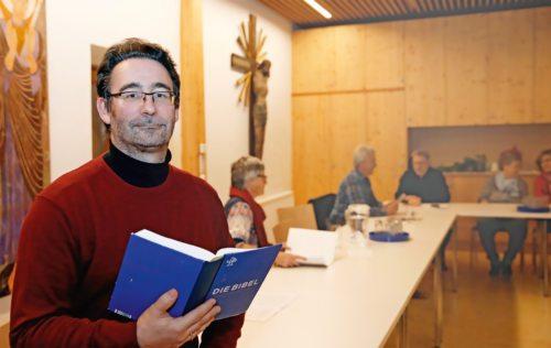 Bibelreferent Klaus Einspieler begeistert die Teilnehmer der Bibelkurse wie hier 2019 in der Pfarre Weißenstein (Foto: O. Höher)